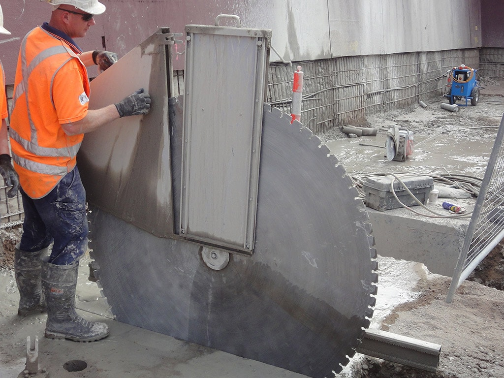 Cutting Concrete Wall : Wall sawing sydney concut nsw